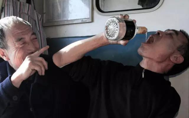 60岁喝酒